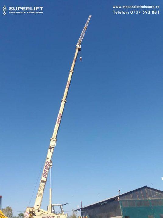 Brat principal 29 de metri si brat auxiliar de 14 metri al unei automacarale Grove.